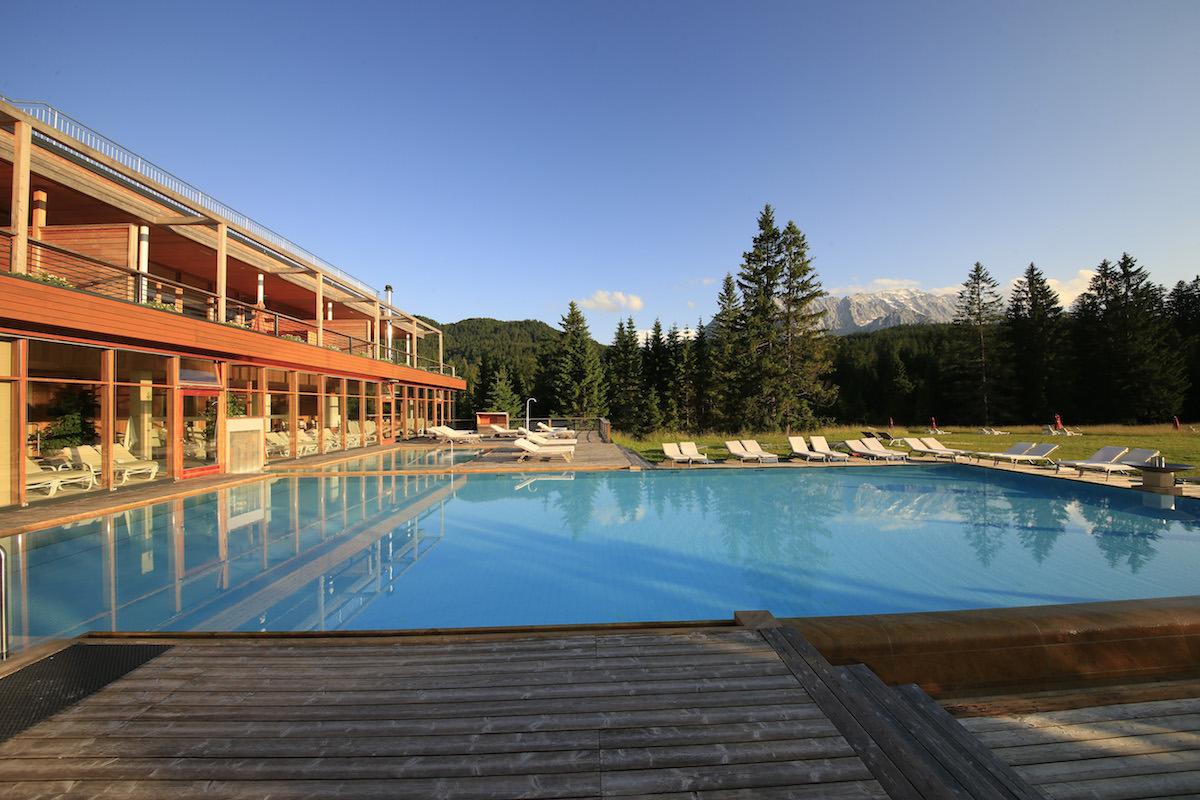 luxus auf dem gipfel die sch nsten berghotels der alpen. Black Bedroom Furniture Sets. Home Design Ideas