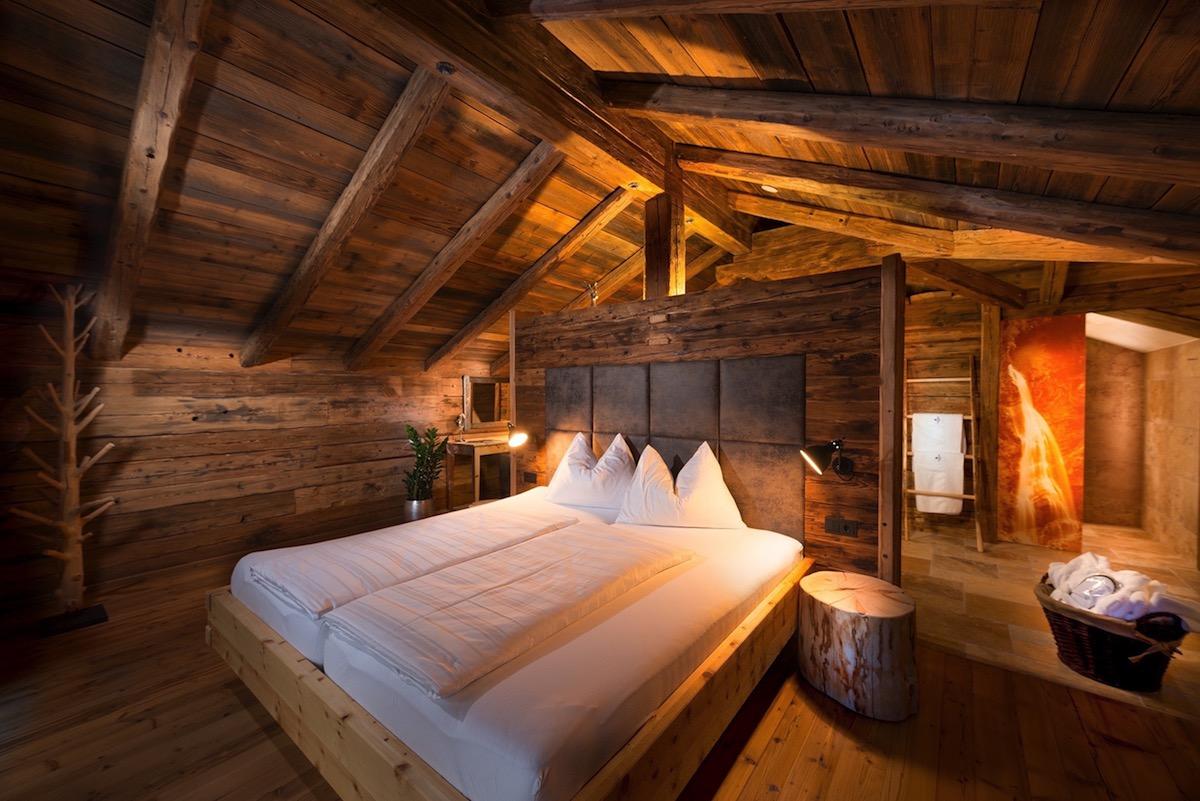 hotels luxus-hotels schweiz deutschland österreich tegernsee graubünden berner-oberland zillertal bayern allgäu zell-am-see berghotels wandern natur berglandschaft entspannung alpen chalets