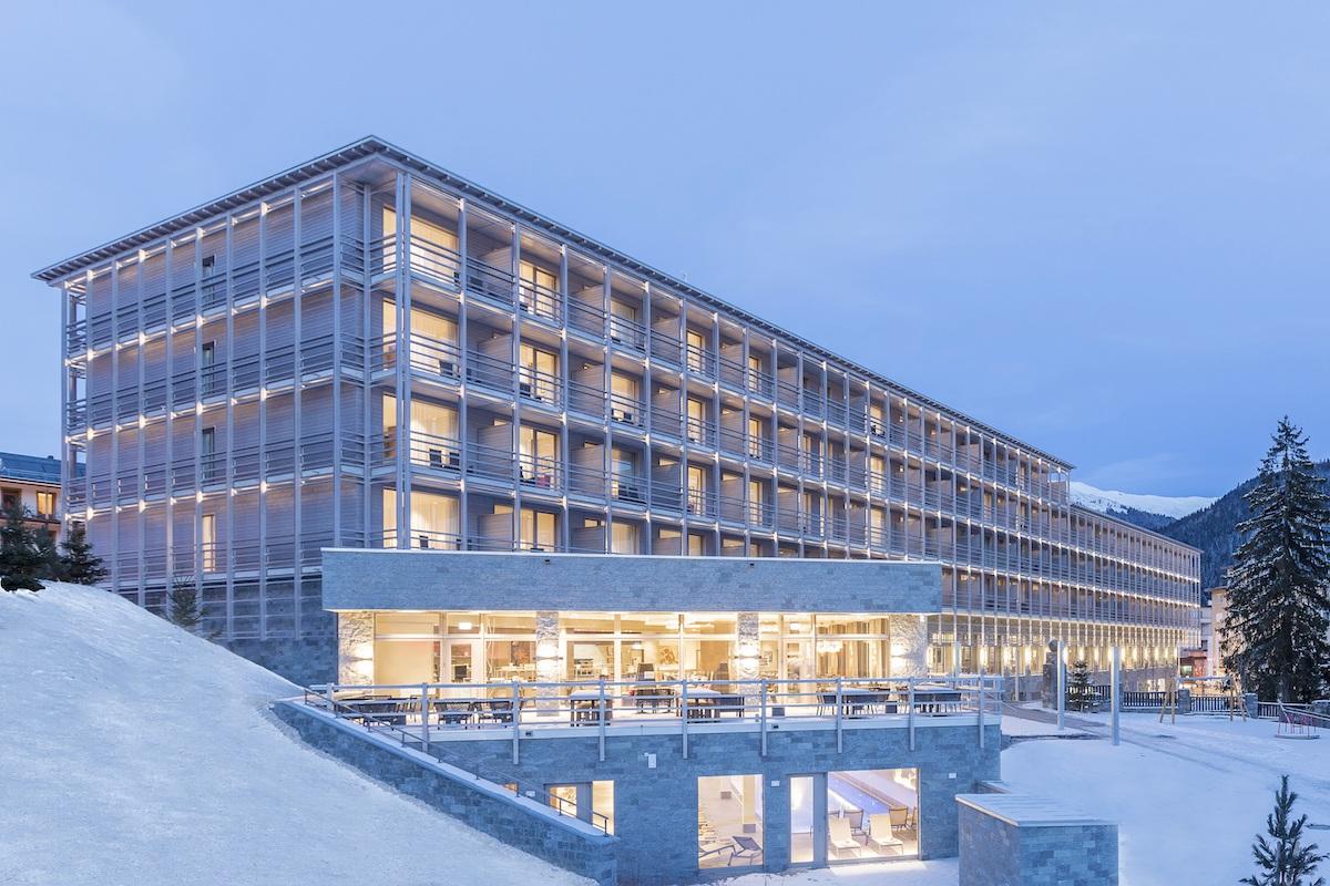 hotel hotels vier-sterne fünf-sterne davos graubünden schweiz wintersportregionen restaurants preise