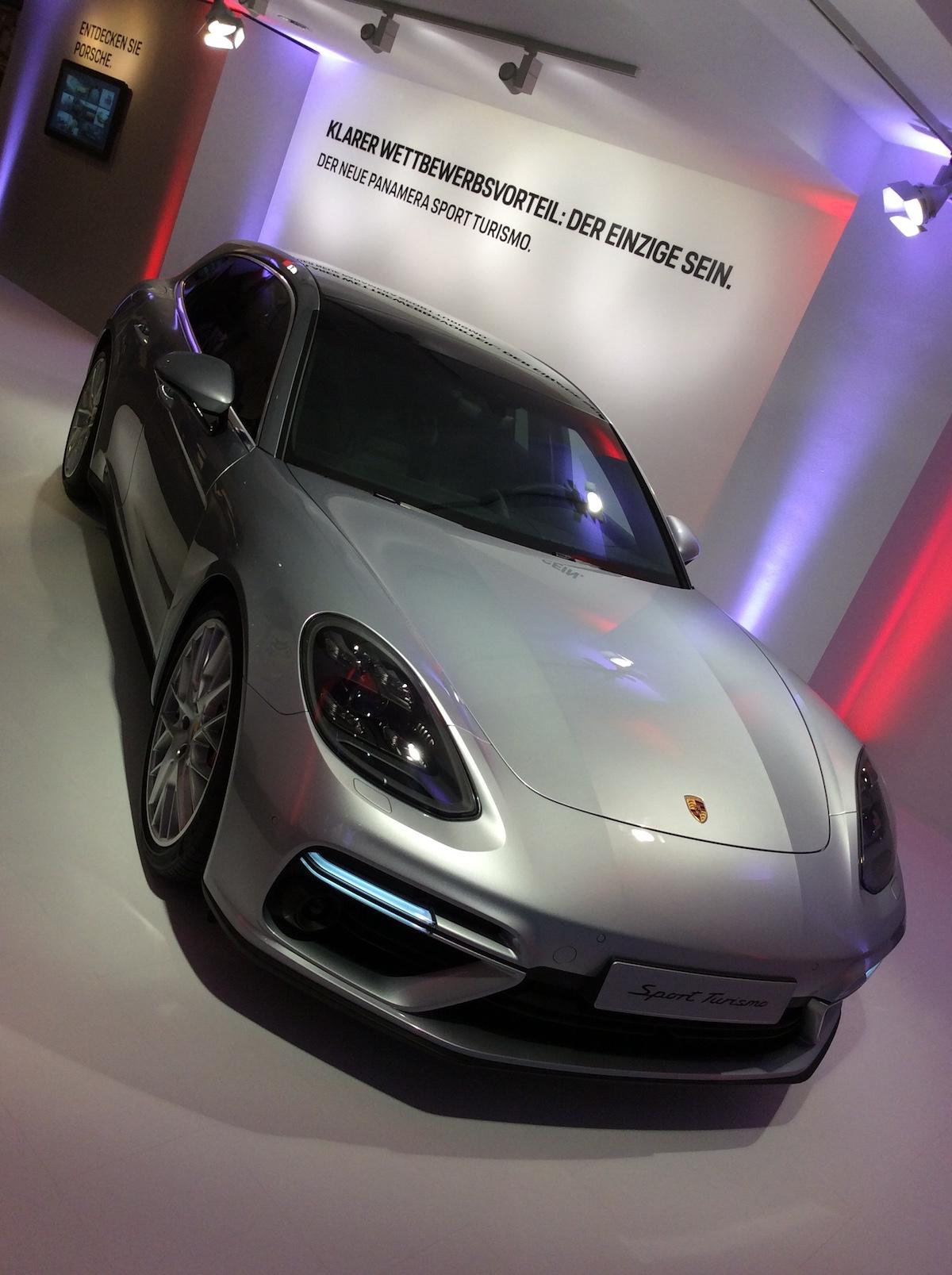 porsche exclusive manufaktur sportwagen limitiert veredelt modelle sportlimousinen individualisiert store shop luxus luxusmarke zürich paradeplatz porsche-panamera-sport-turismo schweiz