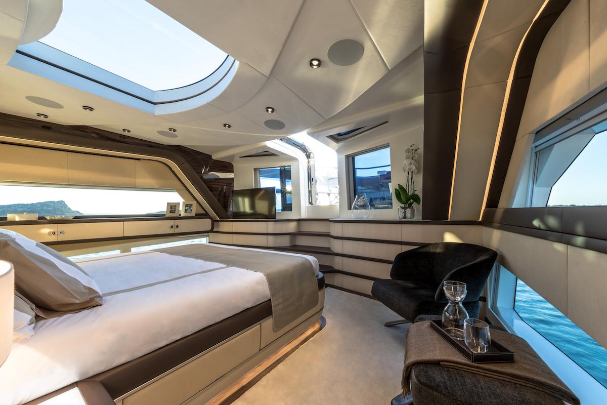 luxury yachts mega-yachts new motor-yachts dominator sun-deck