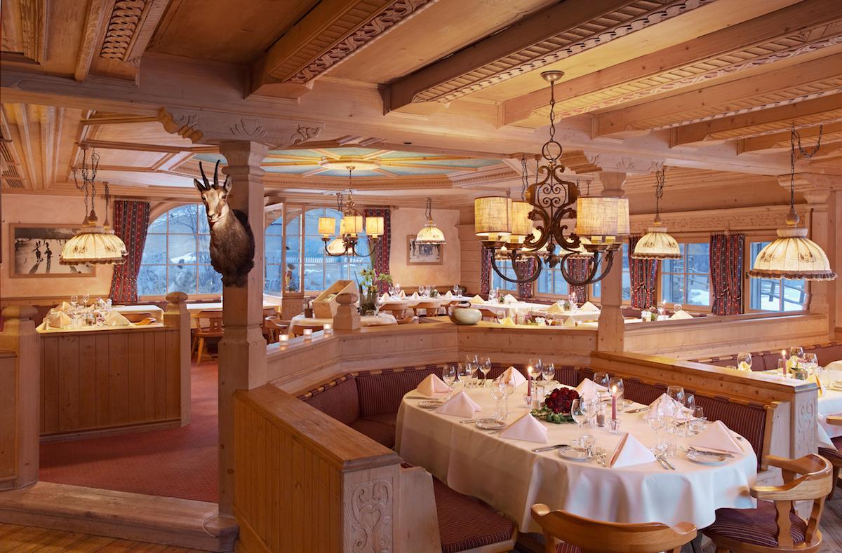 hotel kulm st.moritz oberengadin schweiz luxus-hotels reiseportal preise vergleich gourmet restaurants winterferien winterurlaub arvenholzstube