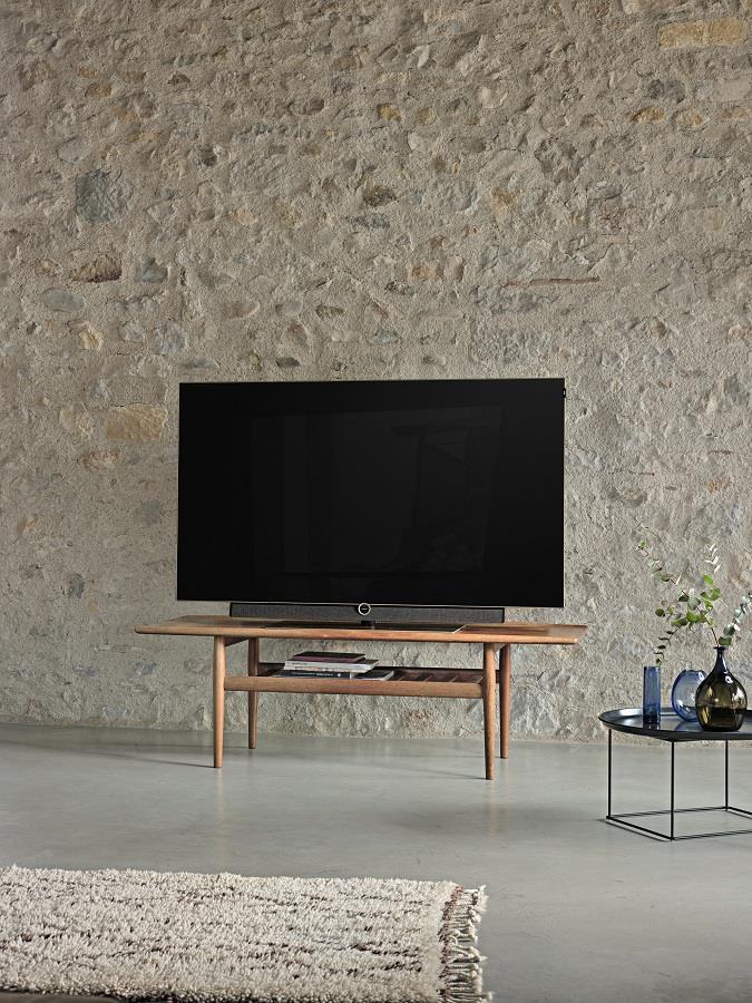 Bei der Konzeption des Loewe bild 5 OLED arbeitete Loewe als einer der ersten Fernsehhersteller mit Materialien aus der Natur (Bild Loewe).