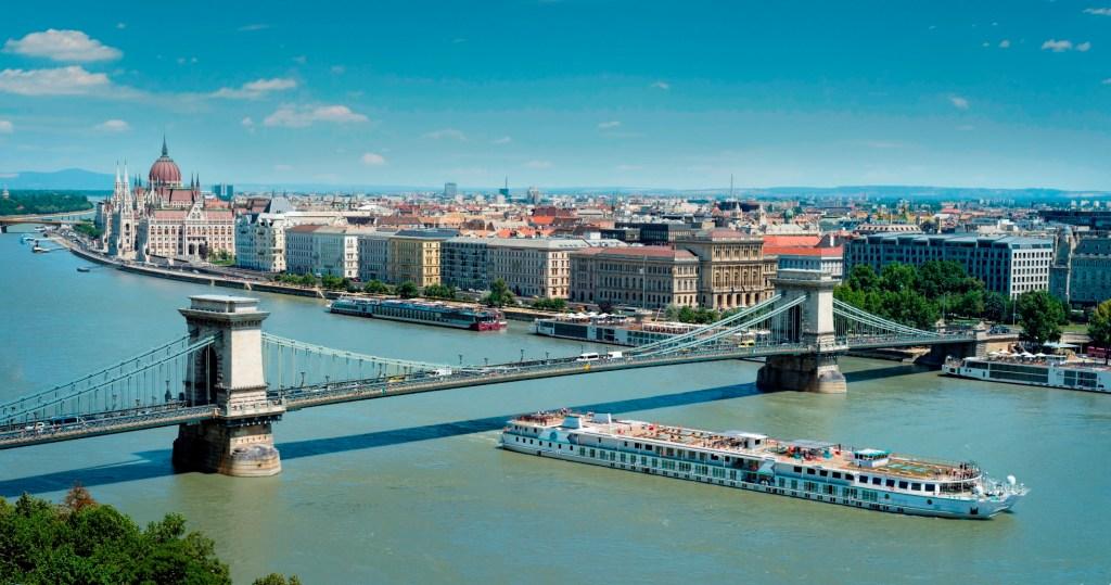 Die Crystal Mozart auf der Donau in Budapest