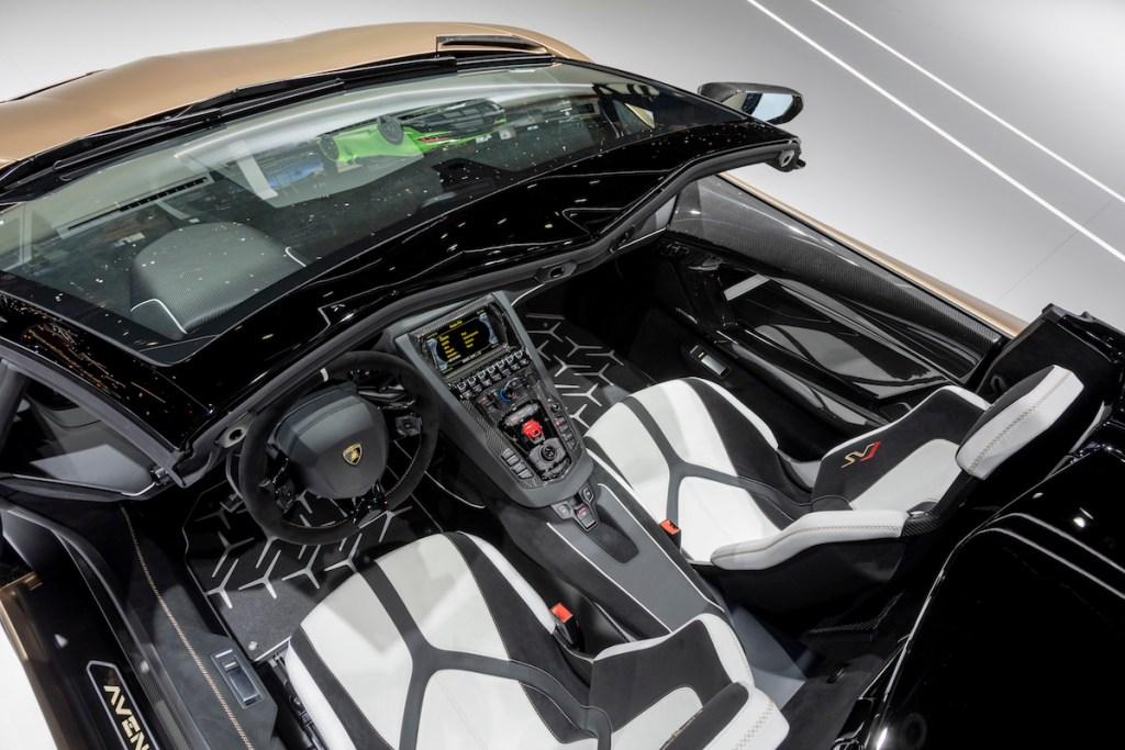 lamborghini aventador svj roadster new model models convertible open top geneva motor show 2019 highlights most-powerful-lamborghini cockpit