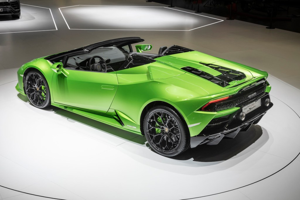 lamborghini-huracan-evo-spyder lamborghini huracan evo spyder convertible new models sports-cars geneva-motor-show-2019 sideview