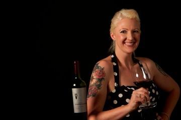 Dark Horse Weinemakerin Rotwein Tattoos Weinflasche Weinglas