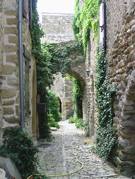 Photo Ruelle Dans Le Village De Mirabel Aux Baronnies