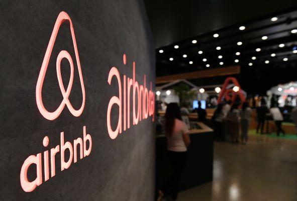 Airbnb reportedly lays off contractors and cancels summer internships – TechCrunch