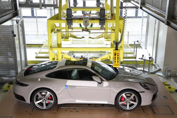 Porsche's newest app lets buyers track the progress of their 911 – ProWellTech