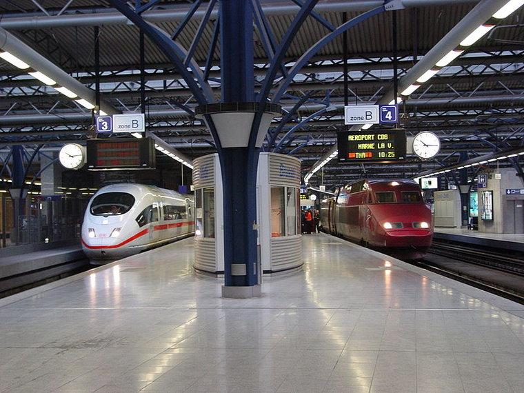 Viajando de trem: de Bruxelas a Londres