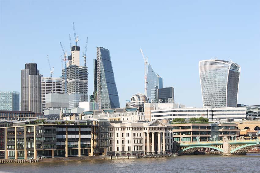 edificios con las mejores vistas de Londres-vistas de la city desde el millennium bridge