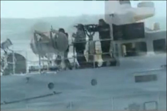 Disparo de la Armada de Chile contra los defensores del mar. Año 2006.