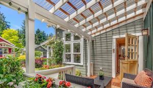 model teras rumah sederhana dengan atap transparan