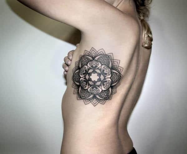 Mandala Dövmesi Kadın Vücut