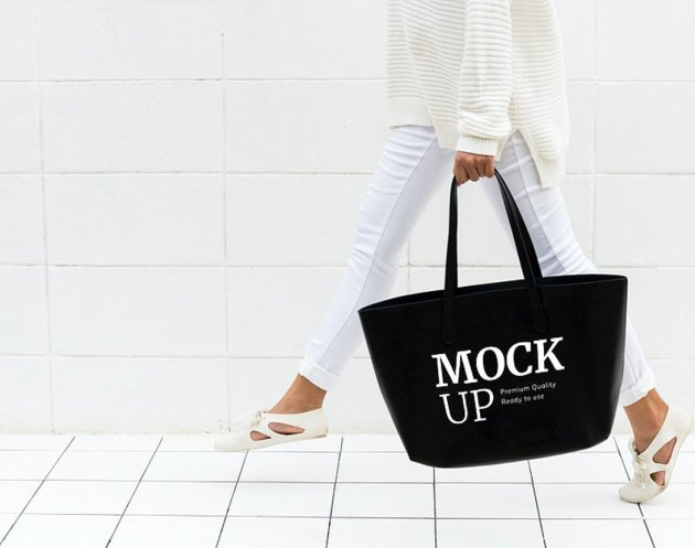 Mockup design space on blag tote bag - 296005
