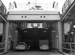 De veerboot Prinses Beatrix (1958) was de eerste PSD-boot waar twee auto's tegelijk op of af konden rijden. De eerste kopladers vanaf 1927 waren minder breed en konden via 1 rijbaan laden en lossen.