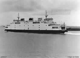 De Koningin Beatrix verving de in 1958 gebouwde enkeldekker Prinses Beatrix. De dubbeldeksveerboot is gebouwd om uitwisselbaar te zijn met Kruiningen-Perkpolder, maar dat is niet nodig geweest.