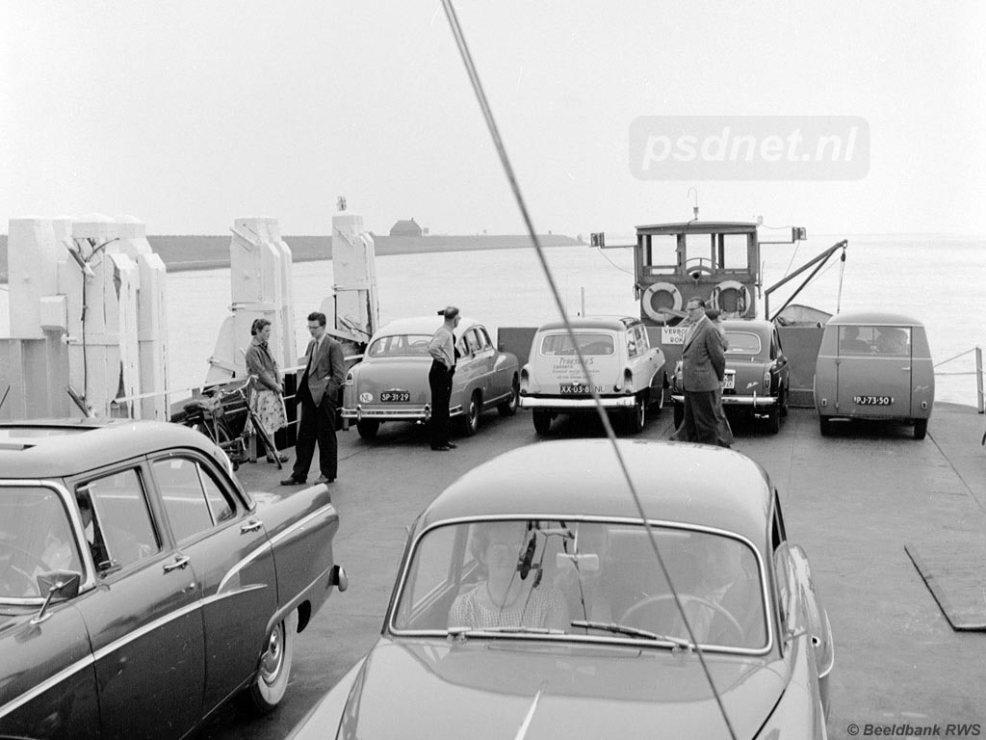 Auto's op huurboot Kortgene-Wolphaartsdijk