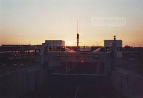 Zicht op de ondergaande zon en de fuik van Vlissingen vanaf de PSD-boot.