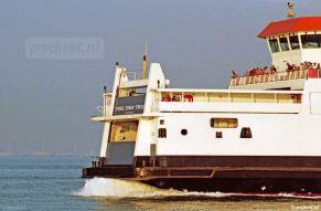 Op een mooie zomeravond komt de veerboot Prins Johan Friso aan in Vlissingen.