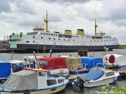 Binnenhaven met Matacena-boot
