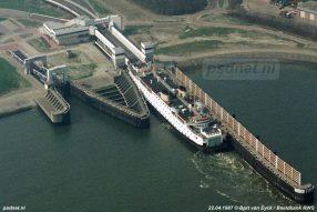 Breskens met fuik en veerboot Beatrix