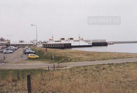De veerhaven van Breskens met in de fuik de dubbeldeksveerboot Koningin Beatrix (1993).