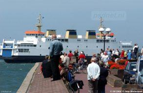 De laatste PSD-schepen konden natuurlijk niet stilletjes vertrekken uit Zeeland. De Boulevard stond vol mensen die (stiekem tijdens werktijd) afscheid kwamen nemen van wat ooit Zeeuwse trots was.