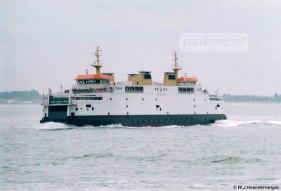 Aan één zijkant van de Friso is ruimte gemaakt voor een reddingsboot. Een ander opvallend verschil is dat de nieuwste veerboot geen opening aan de voorzijdes heeft met betings, zoals het zusje Koningin Beatrix wel heeft.