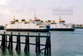 De laatste twee PSD-veerboten in de Vlissingse Buitenhaven. De foto is gemaakt tijdens het 'afrangeren' van de tweede veerboot, waarna de dienstboot de rest van de avonddienstregeling voor haar rekening nam.