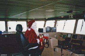 Normaal rijdt de Kerstman alleen zijn Arrenslee en zet hij zijn rendieren aan het werk. Voor een veerboot met zes Stork-Wärtsilä's maakt de Kerstman echter graag een uitzondering.