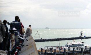 Zeeuwen kijken naar het definitieve vertrek van de laatste PSD-boten uit Zeeland in 2004.