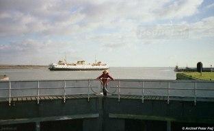 De Margriet in het jaar 1985, waarin het schip voornamelijk aan de kant lag. Op de veerdienst Vlissingen-Breskens waren maandenlang de oudste schepen (1949&1950) in de vaart omdat de grotere fuiken verbouwd werden.