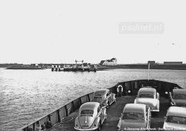 Om het eiland Noord-Beveland te bereiken kon je met het autoveer Kortgene-Wolphaartsdijk. Van alle PSD-veerdiensten de kortste. In 1952 werd de laatste PSD-zijlader gebouwd en op dit veer in de vaart genomen.