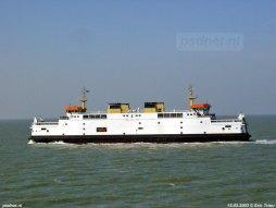 De ferry Prins Johan Friso (tegenwoordig Acciarello) passeert de Koningin Beatrix (tegenwoordig Tremestieri) tussen Vlissingen en Breskens.