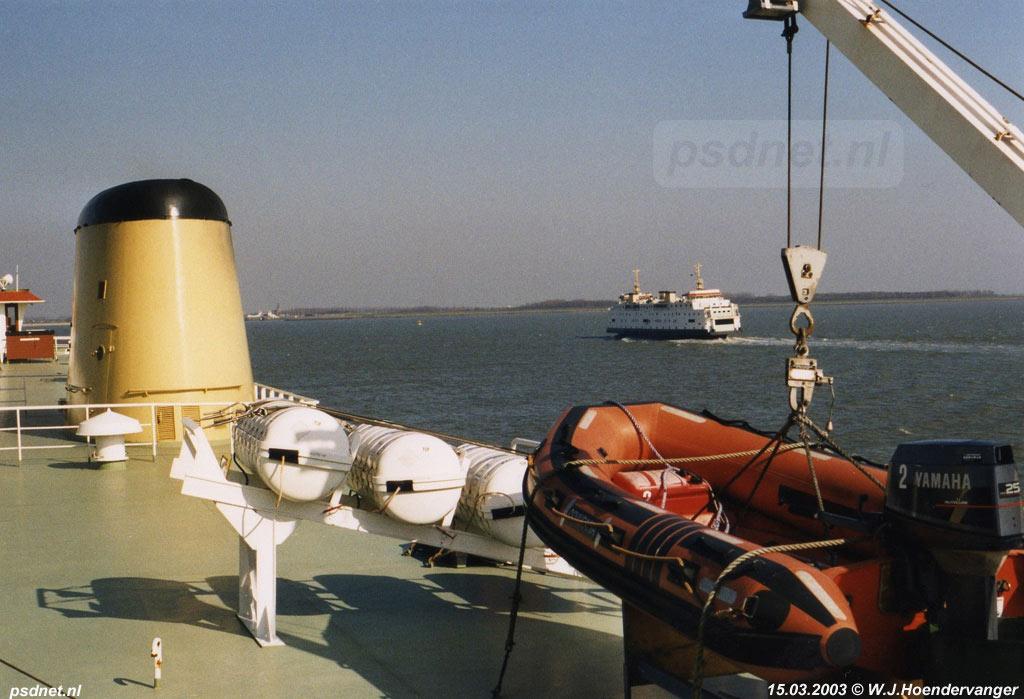 Het uitzicht vanaf de PSD-boot Prins Willem-Alexander (1970) op de Westerschelde met de kruisende ferry Prinses Juliana (1986).
