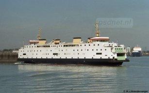 Een foto van de Prinses Juliana in de Buitenhaven van Vlissingen. In 2002 werd de Juliana voor het laatst voor de PSD ingezet op Vlissingen-Breskens, maar na 15 maart 2003 tot april 2003 keert het schip terug op deze veerdienst als voetveer.