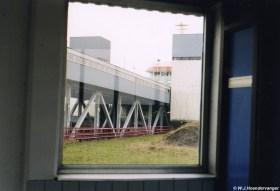 Een doorkijkje naar de veerboot vanuit de PSD-terminal van Perkpolder op Zeeuws-Vlaanderen.