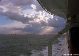 Een prachtige sfeerfoto gemaakt op de PSD-veerboot Prinses Margriet met op de achtergrond de dubbeldeksveerboot Prinses Juliana.