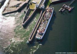 Aan de lange fuikwand van Vlissingen ligt de veerboot Prinses Margriet. Dienstboot is op dit moment zusterschip Prinses Beatrix. We spreken over de zomer van 1992.