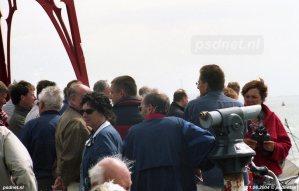 Een foto van het publiek op 11 juni 2004, de dag dat de laatste PSD-dubbeldekkers vertrokken van Vlissingen naar het Italiaanse Palermo.