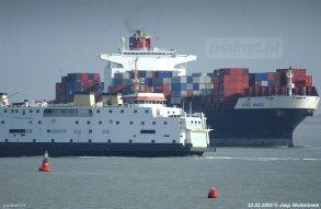 De Westerschelde is de druk bevaren route naar de haven van Antwerpen.