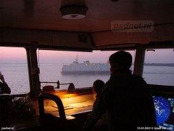 Vanuit de stuurhut van de Prins Willem-Alexander zien we de dubbeldekker Prinses Juliana passeren. Het zijn de laatste afvaarten, na 60 jaar valt het doek voor de veerverbinding Kruiningen-Perkpolder.