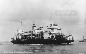De Dordrecht in haar laatste gedaante als dieselveerboot tussen Kruiningen en Perkpolder.