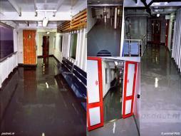 Foto's van een natte proefvaart met de nieuwe ferry Koningin Beatrix. Een flinke regenbui heeft huisgehouden op het schip.