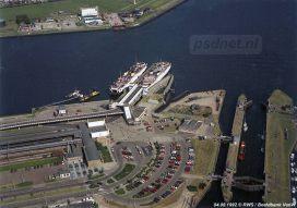 Een luchtfoto van het Stationsgebied van Vlissingen met het station, busstation, sluis en natuurlijk de veerboten van de PSD.