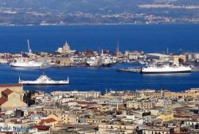 De haven van Messina is zeer interessant voor veerbootliefhebbers. Een interessante verschijning zijn de Italiaanse treinenveerboten, waarmee complete treinen de Straat van Messina oversteken.