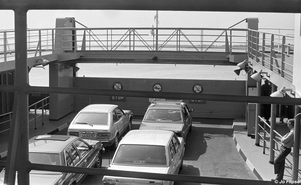 Het bovenste autodek van de eerste dubbeldekker was net als de laatste twee open. De Alexander en de Juliana kregen een dicht tweede autodek omdat dit met storm handiger zou zijn. Op de andere dubbeldekkers werden auto's weleens nat van buiswater.