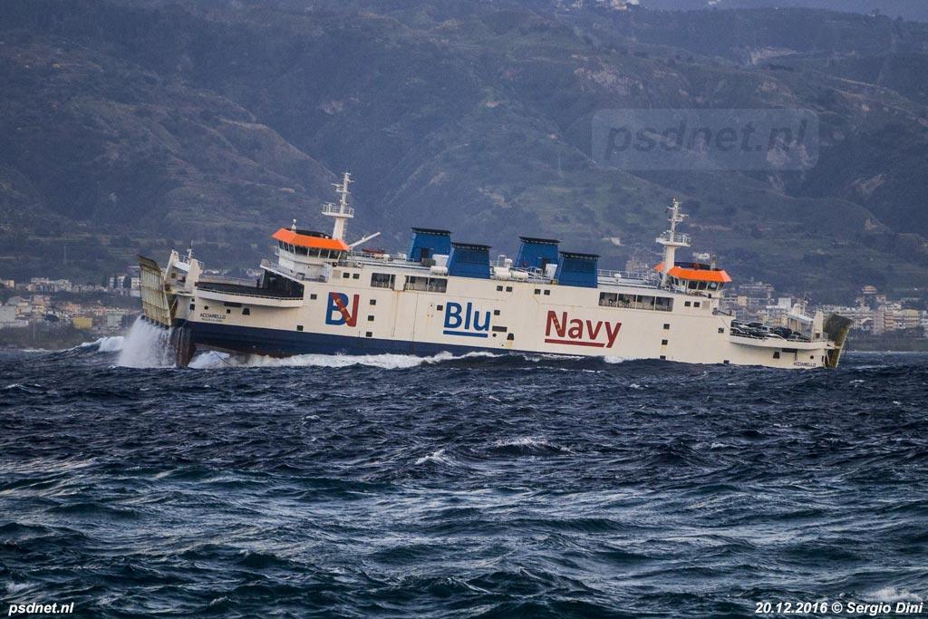 De voormalige Zeeuwse veerboot Prins Johan Friso in zware storm op de Straat van Messina.